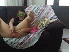 Casada putinha se exibindo peladinha ao vivo na WebCam