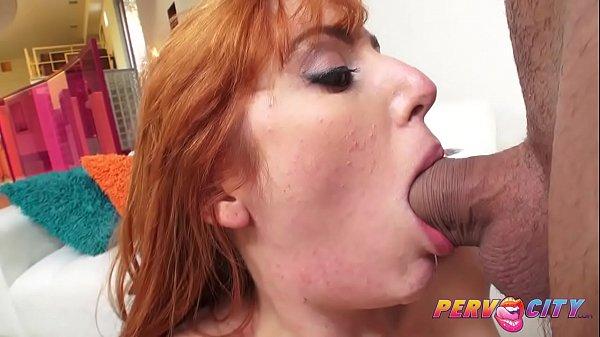 Sexo com a tia ruiva boqueteira engolindo o pau do sobrinho